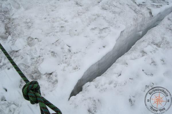 Nicht immer sind Gletscherspalten so gut erkennbar wie hier.
