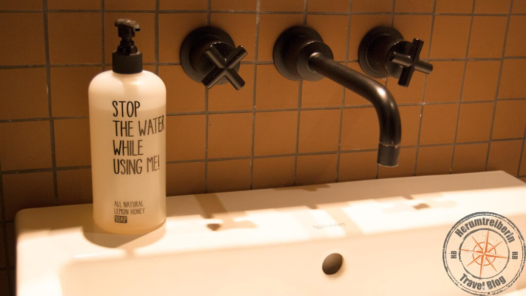 25h Hotel Hamburg: Stop the water while using me