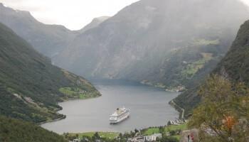 Blick auf die Costa Fortuna im Geirangerfjord