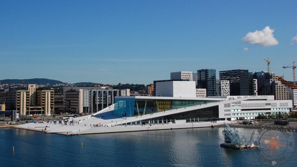 Opernhaus, fotografiert von der Costa Fortuna aus
